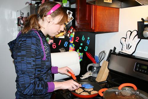 seanalyn frying her salmon cakes!